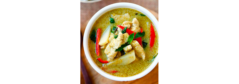 Grøn thai curry med fisk, grøntsager og jasminris